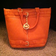 My boyfriend got me a new Micheal Kors purse for valentines day. Spring colors are in!