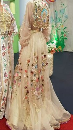 Couture Fashion, Hijab Fashion, Fashion Dresses, Indian Dresses, Indian Outfits, Hand Embroidery Dress, Arabic Dress, Hippy Chic, Moroccan Caftan