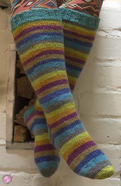 Peruspolvisukat ohjeineen - LANKAHELVETTI Crochet Socks, Knitting Socks, Hand Knitting, Knitting Patterns, Knit Crochet, Knit Socks, Crochet Woman, Boot Cuffs, Cool Socks