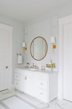 Vanity with center protruding; round mirror /wall sconces