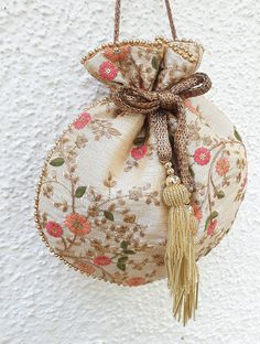 Wedding Embroidery, Hand Embroidery, Vintage Bags, Vintage Handbags, Potli Bags, Jewelry Stores Near Me, Art Bag, Embroidered Bag, Cream And Gold