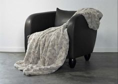 Frontansicht von Plaid Lamm in Kitt Kitt Shops, Blanket, Bed, Mastic, Design, Cream, Faux Fur, Lamb, Fluffy Rug