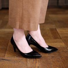 甲のオブリークカッティングが素敵なパンプスです nutslly自慢のエナメルで女性らしい品のある脚元を演出します スタイルアップが期待できる8cmヒールで おでかけやオフィスシーンにも活躍する一足ですよ nutsllyOblique cut pumps EWJ618 #pumps#shoes#love#cute#giri#fashion#black#ナッツリー#シューズ#パンプス#ポインテッド #エナメル #アシンメトリー #ブラック