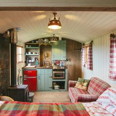 Staying in this gorgeous little shepherds hut in Cornwall was such a wonderful experience, this tiny home had everything you'd need for a little retreat. And behind that door was the most amazing bathroom! We've even got a tour of this wonderful tiny home Cozy Space, Tiny Spaces, Little House, Tiny House Living, House, Small Room Design, Little Houses, Shepherds Hut, Cabin Interiors