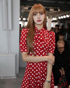 BLACKPINK Lisa attended Michael Kors Fashion Show at the Spring Summer 2019 New York Fashion Week. See all the photos and videos here! Blackpink Fashion, Trendy Fashion, Fashion Show, Womens Fashion, Fashion Design, Fashion Black, Jennie Lisa, Blackpink Lisa, Rapper