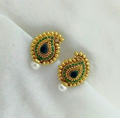 New Light Weight Daily Wear Gold Earrings Designs - Kurti Blouse Gold Earrings Designs, Gold Jewellery Design, Gold Jewelry, Jewelry Accessories, The Bling Ring, India Jewelry, Temple Jewellery, Latest Jewellery, Jewelry Patterns