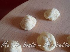 Orecchiette fatte in casa. #ricetta di @wondercle Pasta Recipes, Garlic, Vegetables, Food, Home, Vegetable Recipes, Eten, Veggie Food, Meals