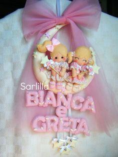 Un fiocco nascita-lampo, un lavoro commissionato all'ultimo momento a cui però non ho saputo dire di no...   Anche le piccole Greta e Bianca...