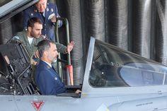 El Rey Felipe VI visitó el ALA nº 14 del @EjercitoAire en Albacete, que se encarga de la vigilancia del espacio aéreo del Reino de España. 10-10-2016
