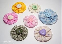 Yo-yo fabric flowers. Tutorial by my blogging friend, Anita