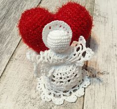 Ingeras si inimioara crosetate | Crocheted angel and heart ❤️👼🏻❤️#crosetate #crosetatebucuresti #crocheted #crochet #angel #christmasdecoration Decoupage, Angeles, Christmas Decorations, Crochet Hats, Knitting, Nice, Heart, Instagram Posts, Handmade