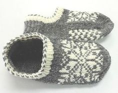 Uppsala Slippers by Ram Wools Yarn Co-op on Ravelry. Free knitting pattern for slippers with a fair isle motif. Knitted Slippers, Crochet Slippers, Knit Or Crochet, Felted Slippers Pattern, Crochet Granny, Knitting Patterns Free, Knit Patterns, Stitch Patterns, Knitting Socks