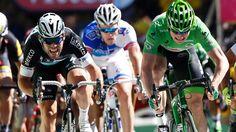 André Greipel (re.) verliert den Zielsprint der siebten Etappe Mark Cavendish (li.). (Quelle: dpa)