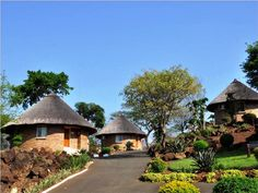 Mambedi Country Lodge and Conference Centre Round House Plans, Small House Plans, Mud House, Tiny House Cabin, African Hut, South African Homes, Circle House, Bamboo House Design, Garden Cabins