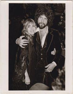 Stevie's as radiant as a window to Heaven. Lindsey's trying to drag his Prom Date toward the punch bowl past the football jocks. He's gotta have that tux back by 9 AM, too. Stevie Nicks Lindsey Buckingham, Buckingham Nicks, Jason Beghe, Prom Date, Classic Rock And Roll, Stevie Nicks Fleetwood Mac, Celebrity Stars, Soul Sisters, Music Icon