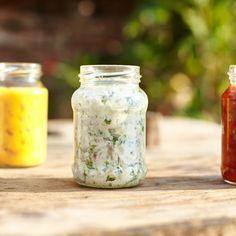Svačiny do školy – pět úžasných pomazánek Pesto, Mason Jars, How To Make, Spreads, Food, Essen, Mason Jar, Meals, Yemek