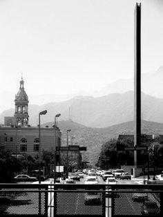 Catedral, Montañas y Faro de comercio Monterrey
