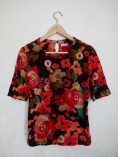 ON SALE Vintage Luithemis Floral womens elegant feminine style t-shirt Spring Sale, Feminine Style, Floral Tops, Men Casual, Clothes For Women, Elegant, Women's Clothing, Mens Tops, T Shirt