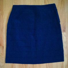Dark Blue Skirt Has folds, zip-up on side, a bit formal/dressy Feel free to make reasonable offers! H&M Skirts