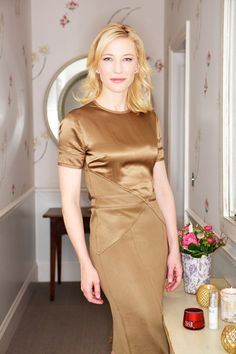 Cate Blanchett in London to promote the Hobbit. Just stunning!
