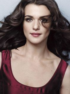 """Look at Rachel go! """"The Mummy"""" actress Rachel Weisz has been rated the number one woman lesbians would . Rachel Weisz, Westminster, Beautiful People, Beautiful Women, Gorgeous Lady, Winter Typ, Deep Winter, Hollywood, Portraits"""