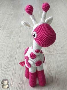 Jirafa amigurumi - free Spanish crochet pattern by Ana Artedetei at Madres Hiperactivas. Crochet Amigurumi, Amigurumi Patterns, Amigurumi Doll, Crochet Dolls, Crochet Patterns, Craft Patterns, Cute Crochet, Crochet Crafts, Crochet Baby