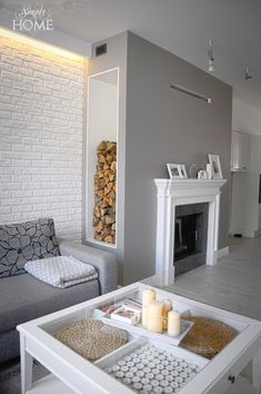 Home Decorating Online Games Best Interior Paint, Modern Interior, Murs Beiges, White Brick Walls, Apartment Renovation, Home Fireplace, Small Apartment Decorating, Sims House, Small Apartments