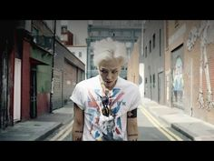 ▶ G-DRAGON - 삐딱하게 (CROOKED) M/V - love love love the mv.. but it's feels so sad.. and Ji havent stop running since his first MV.. lol..