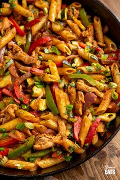 Syn Free Fajita Chicken Pasta - all the great flavours of chicken fajita's in this amazing pasta dish that the whole family will love. Slimming World and Weight Watchers friendly Slimming World Chicken Fajitas, Recipes With Chicken Fajita Meat, Slimming World Recipes Syn Free Chicken, Fajita Pasta Recipe, Slimming World Pasta, Slimming Eats, Meat Recipes, Pasta Recipes, Cooking Recipes