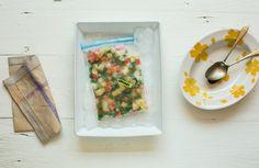 Seleta de legumes congelada | Receita Panelinha: Ter os legumes no jeito na hora de começar a cozinhar dá uma ajuda e tanto, né? Mas nem pense naquelas latinhas com cenoura, batata e vagem cozidas! Com um pouco de planejamento e a técnica certa para congelar e descongelar você tem uma seleta de legumes prontinha, na mão, para os mais variados preparos.