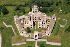 Ruins of the Krzyżtopór Castle in Ujazd, Poland. It was known as a calendar castle: it had 4 towers representing the seasons, 365 windows for the days of the year, 52 rooms for weeks of the year, and 12 ballrooms representing months of the year. Abandoned Castles, Abandoned Buildings, Abandoned Places, Haunted Places, Abandoned Mansions, Star Fort, Castle Ruins, Medieval Castle, Castle In The Sky
