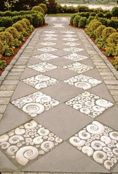 Inspiration for Using Ammonite in the Garden Inspiration for the use of ammonites in the garden DIY Garden Walkway projects inspiration for thisMore home and garden inspiration mylushlifestyle.cGarden Path Ideas for Autumn 2019 Path Design, Landscape Design, Design Ideas, Garden Paths, Garden Art, Garden Paving, Garden Floor, Cottage Garden Design, Concrete Garden