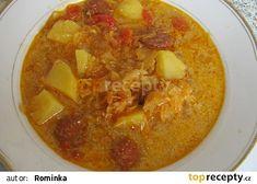 Pikantní zelňačka s klobásou v jednom hrnci recept - TopRecepty.cz Thai Red Curry, Ethnic Recipes, Food, Essen, Meals, Yemek, Eten