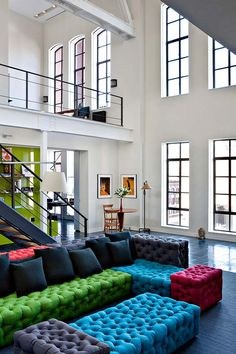 Selldorf Architects Studio showed how airy a two-storied loft in an industrial building can look. The loft is high and broad, simple but impressive. New York Loft, Moderne Lofts, Loft Design, House Design, Garden Design, Living Room Designs, Living Spaces, Living Rooms, Modul Sofa