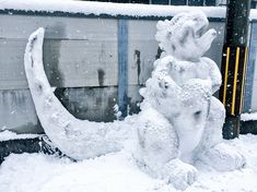 Heavy snowfall is upon the lands of Japan and the locals are making the most of it by turning snow into the sculptures of beloved characters from Studio Ghibli movies, Pokémon or even viral videos. Snow Sculptures, Snow Art, Studio Ghibli Movies, Surrealism, Shit Happens, Amazing, Creative, Outdoor Decor, Anime