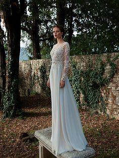 Vestido de novia corte imperio escote ilusión manga larga cuello bandeja -- Berta Bridal