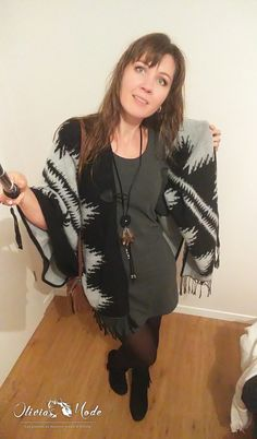 Outfit of the Day - OOD : Greu dress, indian poncho, fringed low boots - Oliviamode