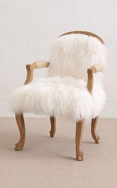 Un fauteuil design | design, décoration, intérieur. Plus d'dées sur http://www.bocadolobo.com/en/inspiration-and-ideas/