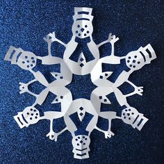Snowman paper snowflake template - Print-N-Cut - Download PDF instantly. Cute idea for window decor, gift wrapping, Christmas crafts... #snowflake #papersnowflake #snowflakepattern