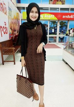 Casual Hijab Outfit, Beautiful Hijab, Looking For Love, Tight Dresses, Turban, Muslim, Tights, Simple, Motorcycle