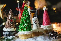 Looking for a recipe for Christmas day is sometimes tiring. But worry no more,you can always make a simple Christmas Cupcakes for this special day. Decoracion Navidad Diy, Log Cake, Holiday Stress, Fiber Rich Foods, Cupcake Frosting, Christmas Cupcakes, Winter Cupcakes, Healthy Soup Recipes