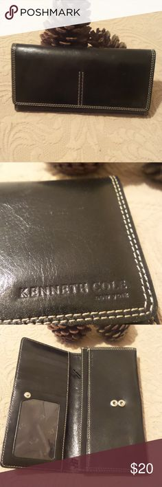 Kenneth Cole New York Black Wallet Nice wallet with different compartments. Kenneth Cole New York Wallet Bags Wallets
