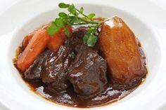 Hovězí líčka od Pohlreicha - Milujivaření.cz Bourguignon, Salsa, Pot Roast, Carne, Steak, Beef, Ethnic Recipes, Food, Dish