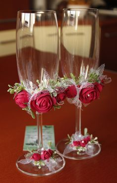 Diy wedding decorations that will make a spring wedding memorable 00002 Decorated Wine Glasses, Painted Wine Glasses, Wine Glass Crafts, Wine Bottle Crafts, Wedding Crafts, Wedding Decorations, Diy Wedding, Wedding Wine Glasses, Champagne Flutes