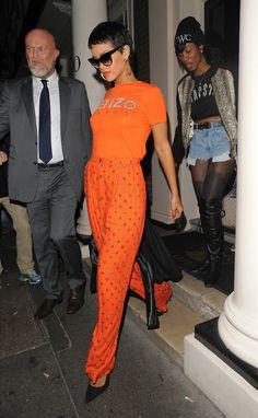 Rhi in orange