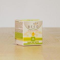 BEE'O ARI SÜTÜ, kovanda üretildiğinden itibaren tüketiciye ulaşana kadar soğuk zincirde korunmuş ve hiç bir ön işleme tabi tutulmamış doğal taze arı sütü içermektedir. Doğrudan veya bal, pekmez, süt, yoğurt, meyve suyu gibi gıdalara karıştırılarak tüketilebilir.