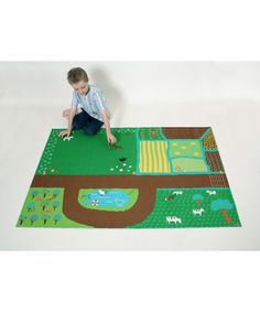 farm play mat ~ I could maybe do this with felt? An Auntie Coley project! Sewing Projects For Kids, Craft Projects, Kids Gifts, Baby Gifts, Felt Play Mat, Play Mats, Diy For Kids, Crafts For Kids, Mini Mundo