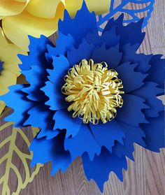 Paper flower DIY templates ONLY without instructions. Paper flower center and leaf template NOT included. Thislisting inlcudes - 1 PDFfile - 1 SVG file  Do you want to grace your event with gorgeous paper flowers but youre on a budget? Not to worry, our templates are exactly what
