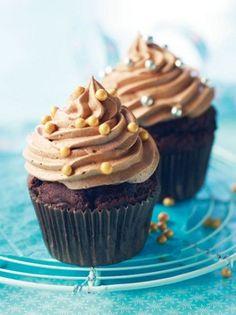 Helmikuppikakut Resepti   Dr. Oetker I Party, Cupcakes, Desserts, Food, Tailgate Desserts, Cupcake Cakes, Deserts, Essen, Postres