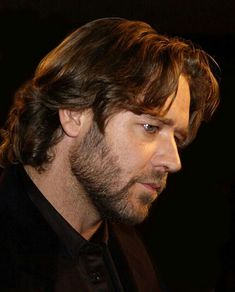 Crowe Hollywood Couples, Hollywood Stars, Russell Crowe Gladiator, Master And Commander, People Of Interest, Event Photos, Face And Body, Pretty Boys, Movie Stars